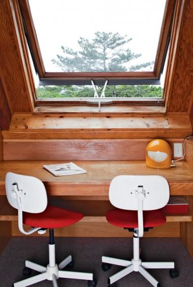 risom-residence-desk-by-window