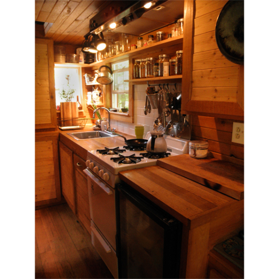 very-small-house-family-kitchen_0f555530a8bfa0f2d2651112d76cdbca