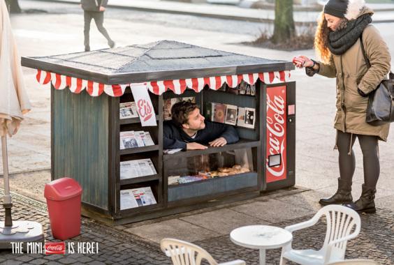 coca-cola-mini-kiosk-mini-cans-designboom02