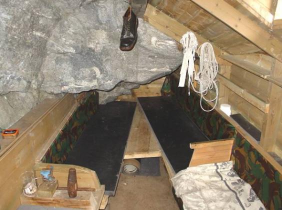 Fieldfare-cabin-interior-600x447