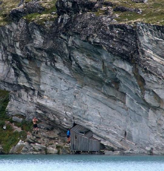 Fieldfare-cabin-under-cliff