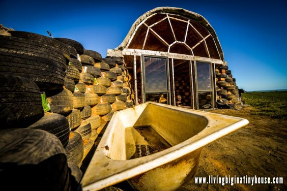 micro-earthship-outdoor-tub01