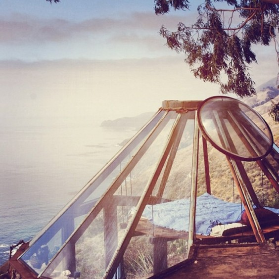 Glass-Dome-Roof-with-View-Over-Pacific-Ocean-in-Big-Sur