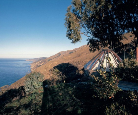 Greenhouse-by-Muennig-on-the-Big-Sur-Coast