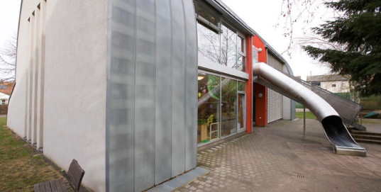 cat-shaped-kindergarten-exterior-tail-537x271