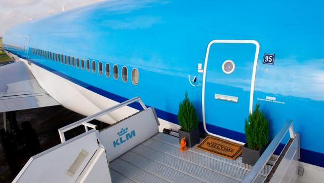 airbnb-KLM-plane-apartment-designboom-01