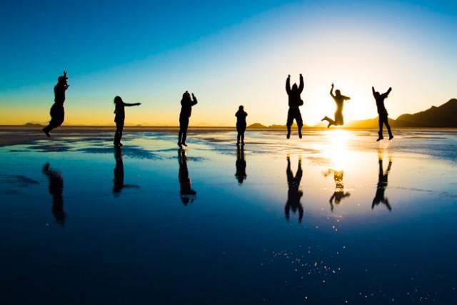 ウユニ塩湖でジャンプ