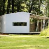 資材は郵送→自分で組み立て。150万円の手作りハウスが北欧で流行る一つの理由