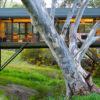 なぜ橋のようなデザインに?自然・大地に最大限配慮した『ブリッジハウス』